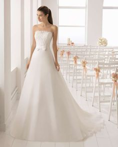 921a5d32550f Abiti da sposa Aire Barcelona collezione 2018 - Abito in pizzo e mikado Aire  Barcelona