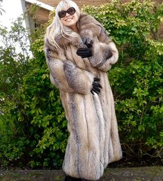 GOLDEN ISLAND SILVER RED SAGA FOX FUR COAT FULL LENGTH SIZE L GORGEOUS!