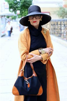 you go lady. i hope thats me at that age….only thing missing is my trai… - Lady Style Fashion Mode, Fashion Over 50, Look Fashion, Fashion Stores, Fashion 2017, Stylish Older Women, Older Women Fashion, Womens Fashion, Mode Plus