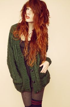 Beautiful redhead women, cute ginger girls and everything else fans of redheads love. A place where you can find pictures of red hair, freckles and more. Mode Hippie, Long Red Hair, Black Hair, Estilo Rock, Ginger Girls, Gorgeous Redhead, Grunge Hair, Dream Hair, Boho