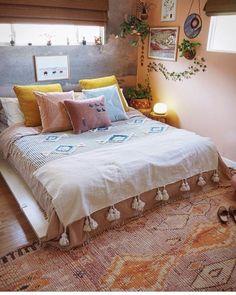 46 comfortable romantic bedroom decor design and ideas 19 Romantic Bedroom Decor, Home Decor Bedroom, Modern Bedroom, Bedroom Ideas, Eclectic Bedroom Decor, Diy Bedroom, Warm Bedroom, Interior Livingroom, Bedroom Vintage