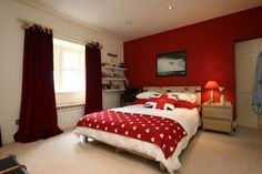 Homely co-ordinated red bedroom source: rightmove