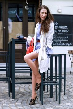 6ee039f04 Fashion blogger Veronika Lipar of Brunette From Wall Street sharing how to  look tall in flats