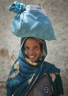 Woman carrying stuff on her head in Harar old town - Ethiopia by Eric Lafforgue, via Flickr