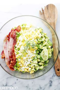 This easy Avocado Egg Salad Recipe is healthy & delicious! A mayo-free egg salad with avocados, crunchy bacon, green onions, dill, lime juice and yogurt. Avocado Egg Recipes, Easy Salad Recipes, Diet Recipes, Cooking Recipes, Healthy Recipes, Burger Recipes, Keto Egg Salad, Avocado Egg Salad, Avocado Salat