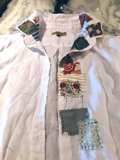 Costuming Brianna from Outlander: Season 4 (Patchwork Shirt) – Red Shoes. Fashion Sewing, Diy Fashion, Sewing Clothes, Diy Clothes, Creative Textiles, Linen Shirt Dress, Altering Clothes, Shirt Embroidery, Couture