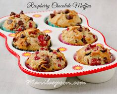 Scrumptious RASPBERRY CHOCOLATE MUFFINS - your perfect mid-morning or afternoon sweet treat! Enjoy! ♥