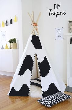 12 Fun DIY Teepee Ideas for Kids Check out our DIY teepee ideas: They make great indoor hideouts and reading nooks. When made with care, they also make for beautiful room decor. Diy Projects For Kids, Diy For Kids, Sewing Projects, Crafts For Kids, Diy Crafts, Diy Teepee, Kids Tents, Teepee Kids, Teepees
