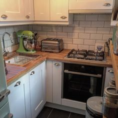 Small Real Kitchens.  Small homes, small kitchen designs, shabby chic kitchens, cute decor