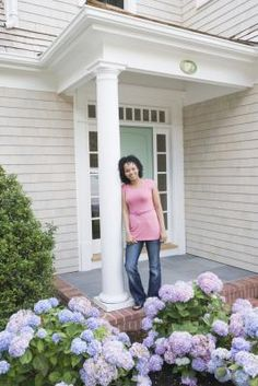 How to Plant Hydrangeas in the Front Yard