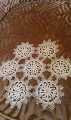 This Pin was discovered by Lal Bobbin Lace, Needle And Thread, Crochet Lace, Doilies, Diy And Crafts, Rugs, Handmade, Home Decor, Table