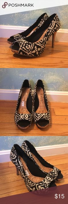 """Christian Siriano patterned heals. Size 7.5 W Size: 7.5 W. Pattern: White and Black. Heel: 3.5"""" - 4"""" with a Bamboo like pattern. Peep toe. Barely worn. Christian Siriano Shoes Heels"""
