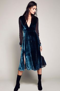 This Blue Velvet Dress Is Perfect For The Holidays | Le Fashion | Bloglovin'