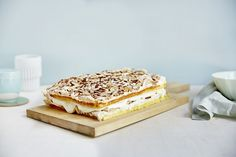Kvæfjordkake / Verdensbeste Pavlova, Tiramisu, Breakfast, Ethnic Recipes, Food, Morning Coffee, Meals, Yemek, Morning Breakfast