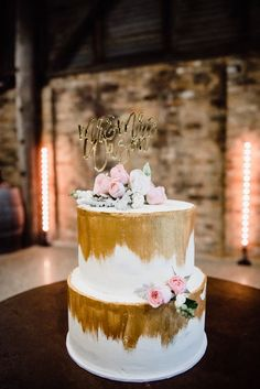 A Rustic Wedding at Brown Brothers Milawa Black Wedding Cakes, Beautiful Wedding Cakes, Wedding Gold, Rustic Wedding, Hockey Wedding, Basketball Wedding, Wedding Cake Centerpieces, Painted Wedding Cake, Gold Cake Topper