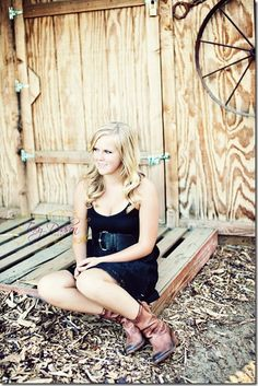 Senior pictures at a barn