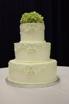 Celtic Knot Wedding Cake...may use this for my parent's next wedding anniversary as they are both Irish.