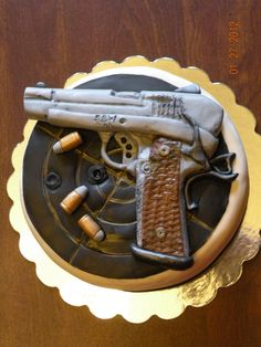 Gun cake/Hunting Cake, my daddy would like this!!