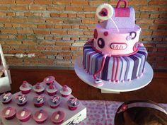Bolo & cup cakes doutora brinquedos