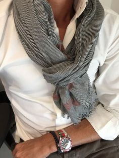 Ideas Style Vestimentaire Homme Décontracté For 2019 Mens Fashion Blog, Look Fashion, Fashion Tips, Mens Scarf Fashion, Mens Scarf Style, Fashion Shirts, 2000s Fashion, Fashion Updates, Male Fashion