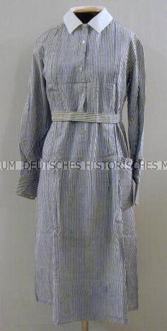 Dienstanzug für eine Helferin des Deutschen Roten Kreuzes (DRK) - Kleid, mit Kragen und Gürtel - Deutsches historisches Museum