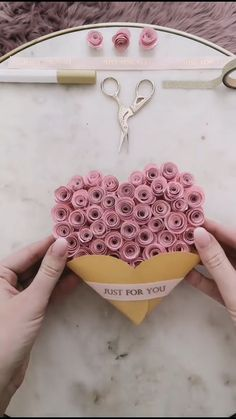 diy birthday gifts for boyfriend Alejo ideas for boyfriend diy diy videos 5 minute crafts Cool Paper Crafts, Paper Flowers Craft, Paper Crafts Origami, Diy Paper, Paper Art, Flower Crafts, Diy Projects With Paper, Paper Flower Garlands, Paper Quilling Flowers
