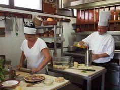 Cuba se ha encargado de fortalecer las tradiciones ancestrales de la isla y conservar la fusión de sabores que conforma su gastronomía. Las escuelas de cocina cubanas tienen eso como principio.