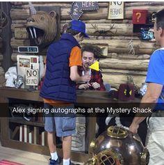 Alex signing autographs at the Mystery Shack Gavity Falls, Gravity Falls Funny, Alex Hirsch, Desenhos Gravity Falls, Billdip, Fandoms, Kids Shows, Force Of Evil, Fall Memes