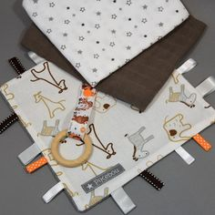 """KIT à coudre  """"doudou étiquettes"""" cadeau de naissance - DIY Baby Boy, Gift Wrapping, Kit, Etsy, Wooden Rings, Grosgrain, Sewing, Gift Wrapping Paper, Gift Packaging"""