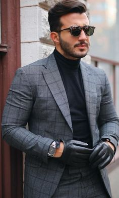 - with a gray windowpane suit black turtleneck black leather gloves silver watch sunglasses. Casual Chic Outfits, Blazer Outfits Men, Blazer Fashion, Men Casual, Casual Fridays, Mens Fashion Blog, Fashion Mode, Mens Fashion Suits, Mens Suits
