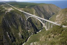 Bloukrans Bridge is the site of the worlds highest commercial bungee jumping. It is an arch bridge located near Nature's Valley, Western Cape, South Africa. Who's jumping with me? African Countries, Countries Of The World, Places To Travel, Places To Visit, Visit South Africa, Port Elizabeth, Rock Climbing Gear, Bungee Jumping, Out Of Africa
