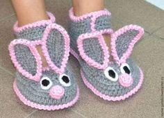 """Обувь ручной работы. Тапочки вязаные """"Зайцы"""". """"Ровные петельки"""". Интернет-магазин Ярмарка Мастеров. Однотонный, зайчики, тапочки из шерсти"""