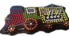 Mirad qué preciosidad de pastel le ha preparado nuestra compañera Amaia a su niño en su 4º cumpleaños, con nuestro molde tren 3D. Relleno de limón, cubierto de chocolate y los detalles con Lacasitos. ¡¡Delicia!!
