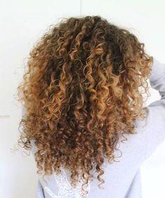 -̗̀ makie ̖́- Para while cacheadas ourite crespas, dormir sem desmanchar the cachos Ombre Curly Hair, Best Ombre Hair, Colored Curly Hair, Brown Ombre Hair, Ombre Hair Color, Long Curly Hair, Dyed Hair, Curly Hair Styles, Natural Hair Styles