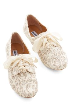 Glitter Miss Flat. Ladylike, sophisticated, and eye-catching all at once - these ivory lace flats will leave your friends awestruck at first sight! #cream #modcloth