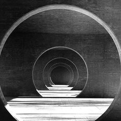 architecture like a tunnel passage by Mario Botta, Wohnsiedlung in Novazzano. Swiss Architecture, Space Architecture, Amazing Architecture, Barcelona Architecture, Building Architecture, Luigi Snozzi, Brutalist, Op Art, Light And Shadow