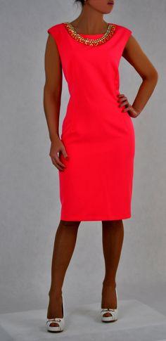 Elegante jurk in trendy neon rood.