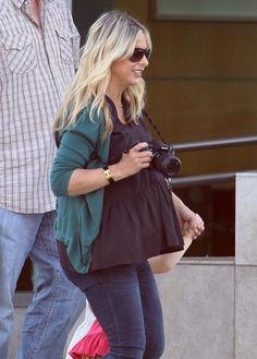 Pregnant Sarah Michelle Gellar Dropping Charlotte Off At School