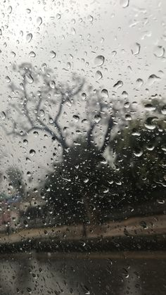Wallpaper of rainwater drops on window & glass. Rainy Mood, Rainy Night, Rainy Wallpaper, Rainy Day Pictures, I Love Rain, Spooky Trees, Rain Days, Rain Photography, Walking In The Rain