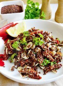Quinoa šalát so sušenými paradajkami a mandľami Cobb Salad, Quinoa, Lunch, Beef, Recipes, Food, Per Diem, Meat, Eat Lunch