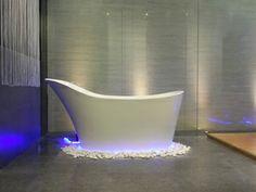 Napoli eine freistehende #Mineralguss-Badewanne in Weiß matt oder glänzend. Ein Hauch von Nostalgie und Luxus. Das ovale #Design des Modells Napoli… http://www.baedermax.de/freistehende-badewannen/mineralguss/portofino-5.html