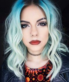 Blue ombre dyed hair color @sophiehannahrichardson