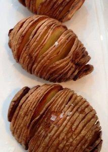 Nooit meer friet! Als je deze aardappelen geproefd hebt, is dat het enige antwoord dat je (corrigeer, ík) kan geven. Krokantvan buiten en heerlijk zacht van binnen. De eerste keer dat ik probeerde…