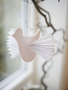 Paper Dove Ornament with Accordion Wings. Bird Crafts, Plate Crafts, Animal Crafts, Diy For Kids, Crafts For Kids, Arts And Crafts, Paper Birds, Remembrance Day, Sunday School Crafts