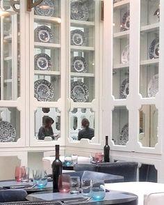 Restaurante del Hotel Ony You en el barrio de #Malasaña en #Madrid donde podréis encontrar en su decoración el modelo Ochavado Negro Vistas  nos encanta! #LaCartujadeSevilla #primavera #decor #hogar #menaje #pottery #luxury #Spain #Sevilla #Tradition #handmade #handcraft #tradición #historia #lifestyle #interiorismo by cartujadesevilla