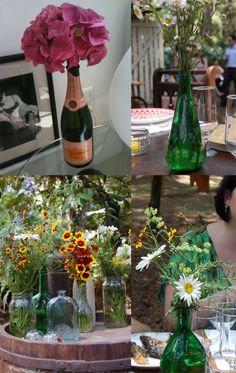 """ela fotografou a garrafa de champagne que ganhou posto de vaso em sua casa (primeira imagem). Daniella nos escreveu uma coisa interessante: """"boas lembranças e um vaso criativo"""". Gosto muito dessa ideia e conto que sou adepta! Prefiro esses vasos improvisados, mais simples do que os de cristais. Tanto que também optei pelas garrafas na decoração das mesas do meu casamento"""