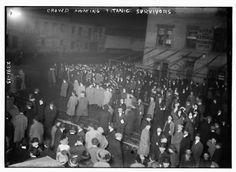 Crowd awaiting Titanic survivors. (Bain News Service, Library of Congress Prints and Photographs Division Washington, D.C.)