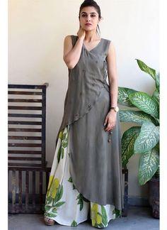 Beautiful overlap Crepe-Satin kurti with printed plazo. Kurta Designs Women, Kurti Neck Designs, Salwar Designs, Blouse Designs, Latest Kurti Designs, Printed Kurti Designs, Pakistani Dresses, Indian Dresses, Indian Outfits