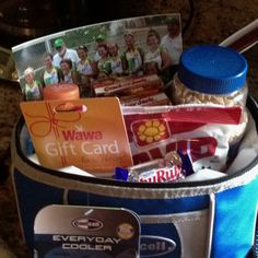 Cooler filled w/ treats for coaches thank you gift. Fill a small cooler with Cracker Jacks, sunflower seeds, Baby Ruth candy bars, Gatorade and a team picture, etc. Softball Goodie Bags, Softball Coach Gifts, Softball Mom, Baseball Mom, Softball Stuff, Baseball Crafts, Baseball Party, Team Mom, A Team