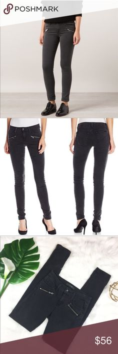 Joe's Jean Brynn In Line Zip Skinny in Faded Black Joe's Jean Brynn In Line Zip Skinny in Faded Black. Size 25 with 31' inseam and 8' rise. Pre-owned condition with no major flaws.  ❌I do not Trade 🙅🏻 Or model💲 Posh Transactions ONLY Joe's Jeans Jeans Skinny